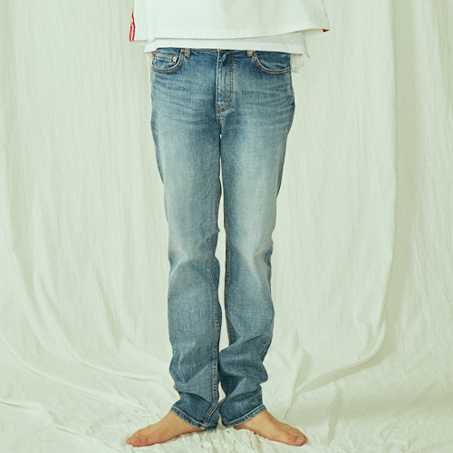[BLEDITION_블레디션] STRAIGHT FIT BLUE WASHED JEANS